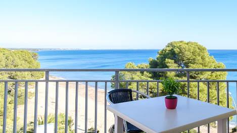 alquiler-vacaciones-miami-platja-terraza-vistas-al-mar
