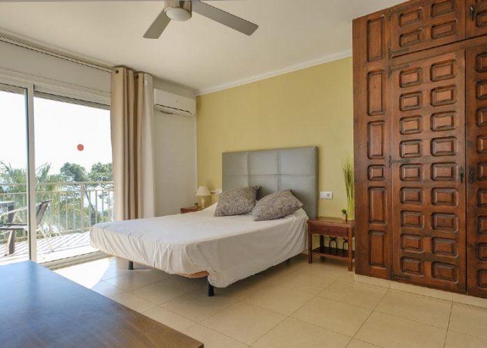 alquiler-estudio-costa-dorada-estudio-14-habitacion-armario