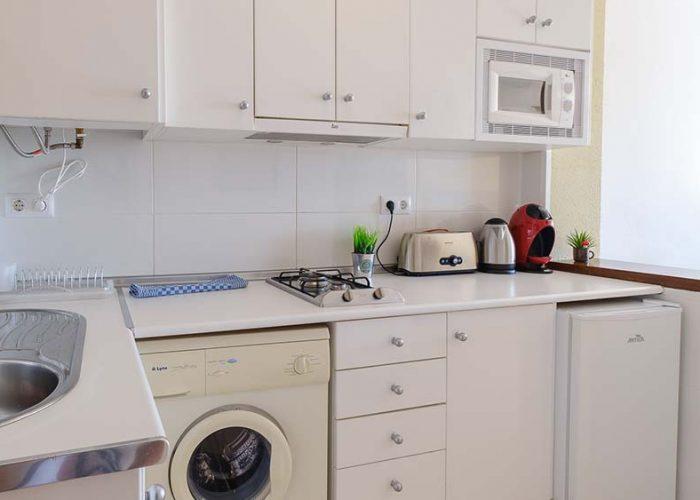 alquiler-estudio-costa-dorada-estudio-14-habitacion-cocina