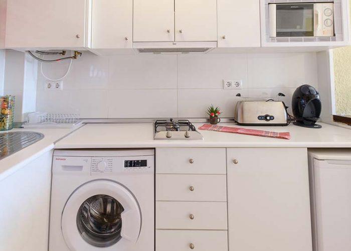 alquiler-estudio-costa-dorada-estudio-9-habitacion-cocina