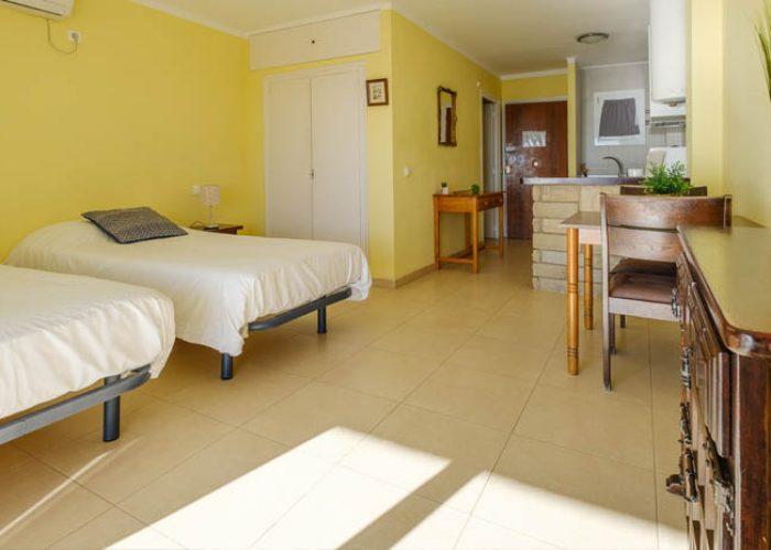 apartamento-alquiler-costa-dorada-cocina-comedor.