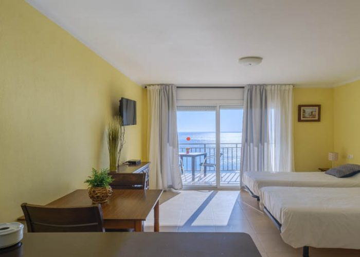 apartamento-alquiler-costa-dorada-salon-habitacion