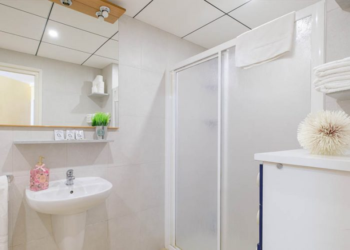 apartamentos-turisticos-playa-apartamento-13-bano