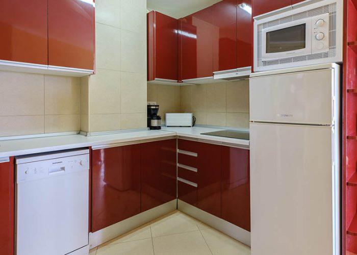 apartamentos-turisticos-playa-apartamento-13-cocina-barra