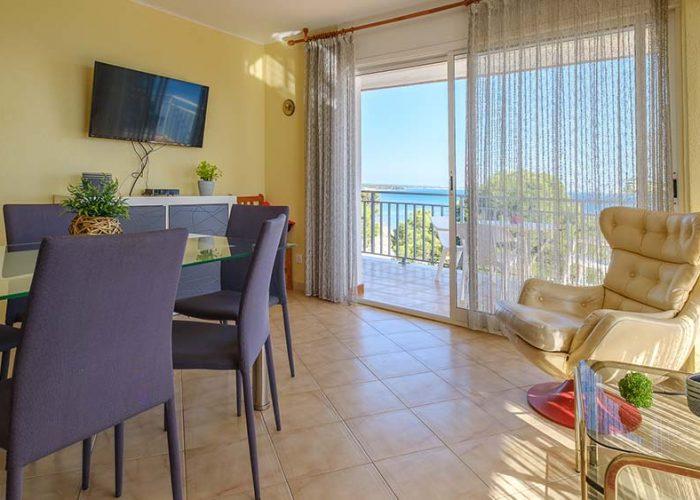 apartamentos-turisticos-playa-apartamento-13-comedor