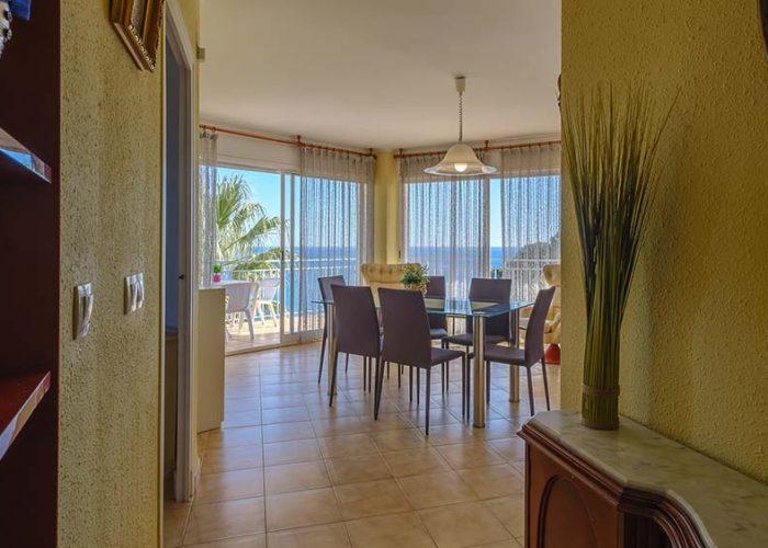 apartamentos-turisticos-playa-apartamento-13-entrada