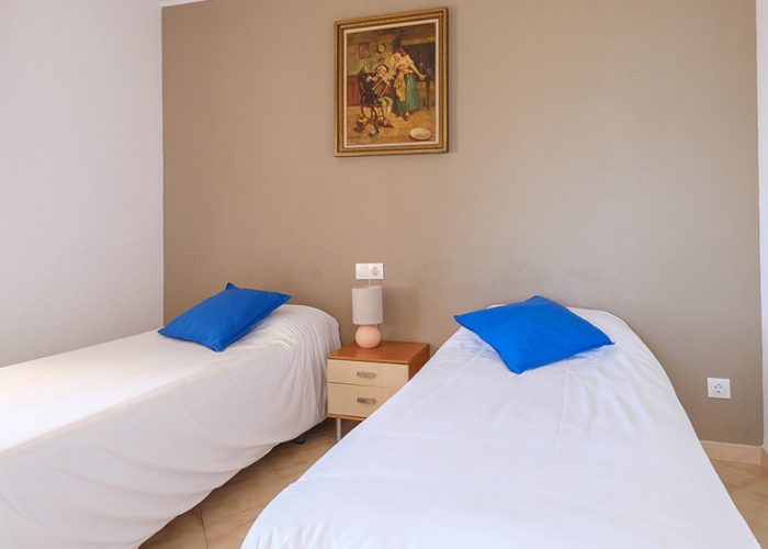 apartamentos-turisticos-playa-apartamento-13-habitacion-2-camas