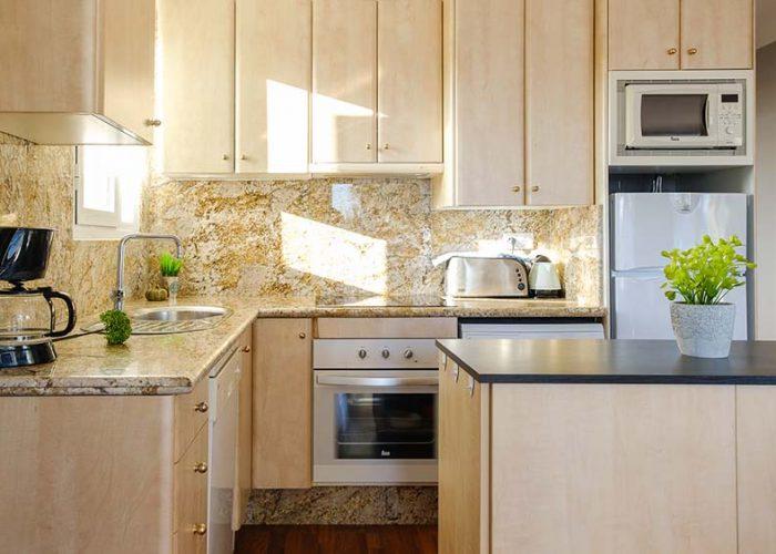 apartamentos-turisticos-playa-apartamento-14-cocina