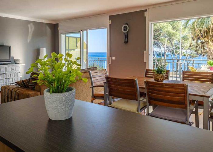 apartamentos-turisticos-playa-apartamento-14-comedor-cocina