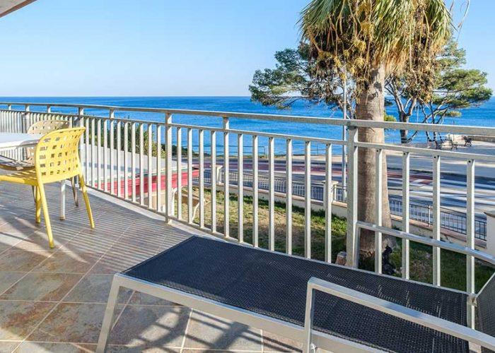 apartamentos-turisticos-playa-apartamento-14-terraza-vistas