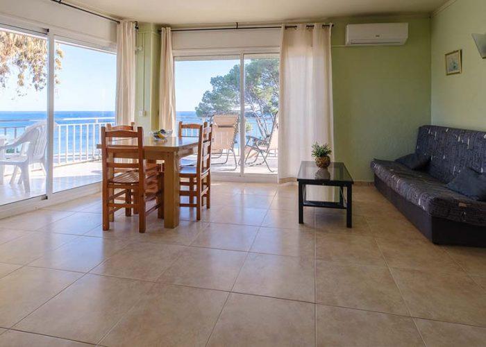 apartamentos-turisticos-playa-apartamento-3-comedor