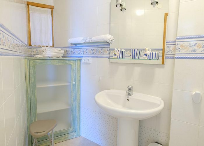 apartamentos-turisticos-playa-apartamento-3-lavabo